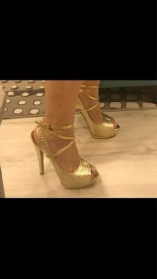 Altın platform topuklu