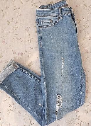 yırtıklı kot pantolon