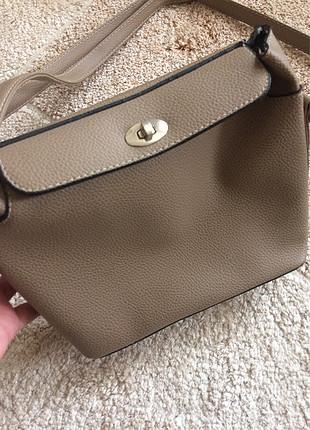 Bej/ekru kullanışlı çapraz çanta