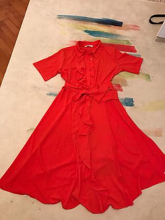 Sorunsuz turuncu elbise diz hizası boyu