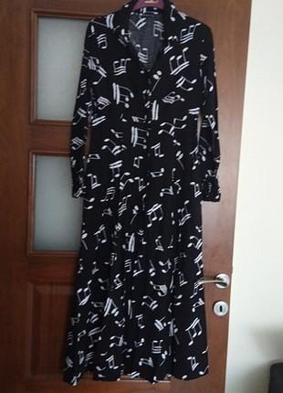 Notalı siyah elbise