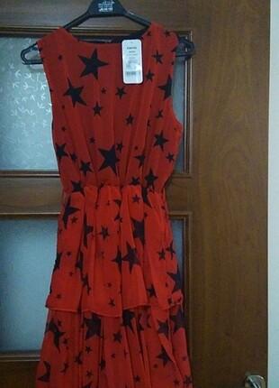 Kırmızı Yıldız desenli elbise
