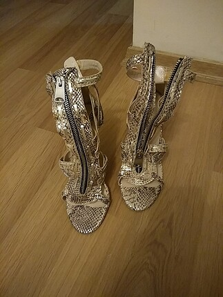 Leopar desenli önce topuklu ayakkabı