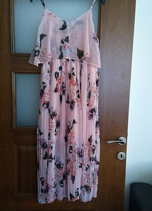 Pembe çiçekli elbise