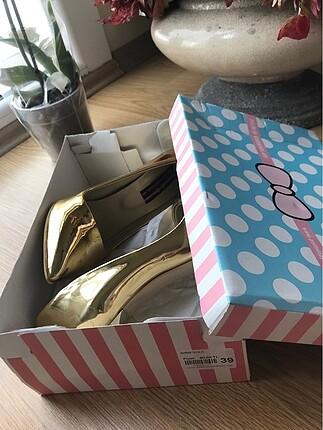 Pelinin Ayakkabıları Gold Stiletto