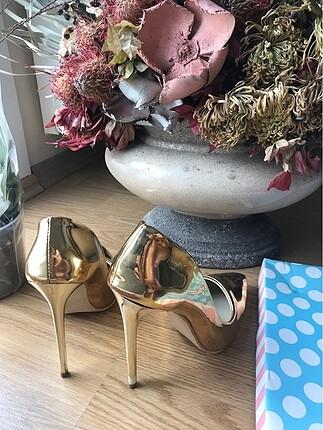 39 Beden Pelinin Ayakkabıları Gold Stiletto