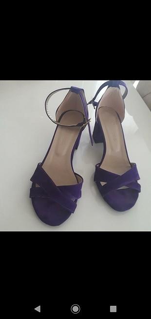 mor sandalet..