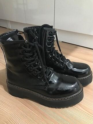 38 Beden siyah Renk Kalın tabanlı bot