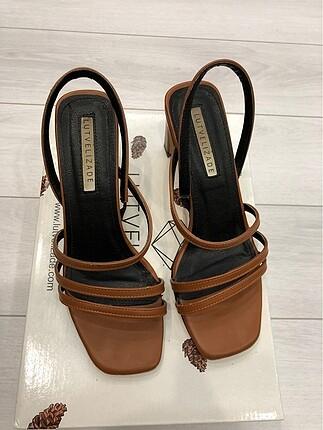Lutvelizade topuklu sandalet