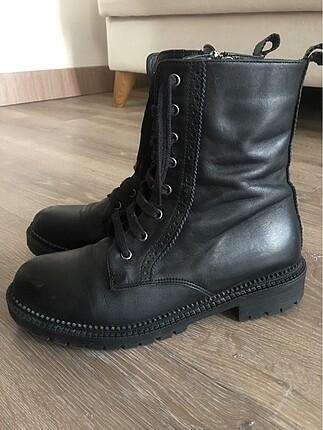 Pelinin Ayakkabıları postal