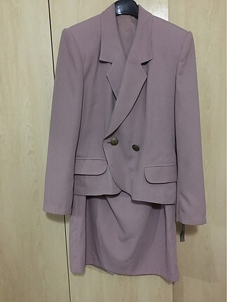 Pembe Takım Elbise