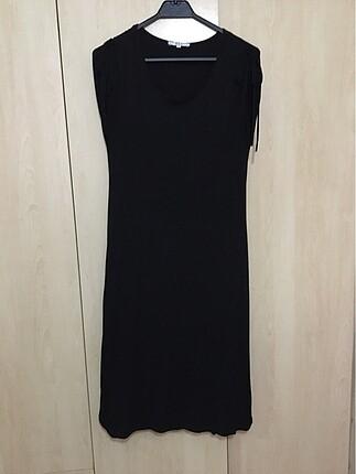 Siyah Rahat Bir Elbise