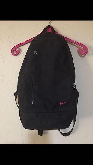 bda62be3b6726 Nike Sırt Çantası Nike Sırt Çantası %72 İndirimli - Gardrops
