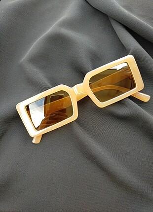 Köşeli gözlük