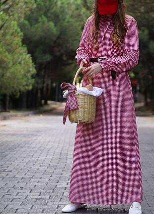 Kırmızı pötikare elbise