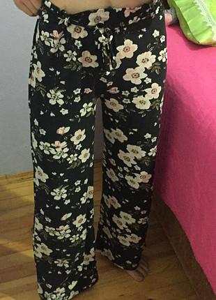 Çiçekli yazlık rahat pantolon