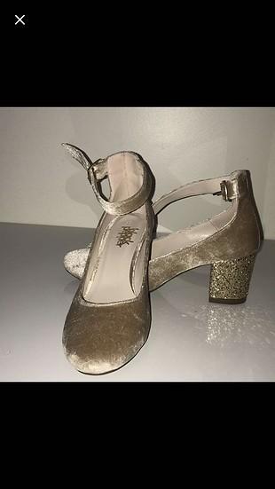 Süet kalın topuk ayakkabı.