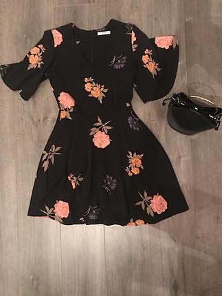 Çiçek desenli elbise