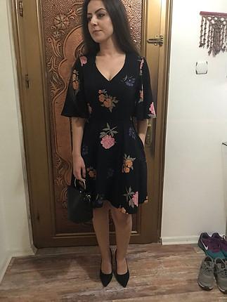 s Beden Çiçek desenli elbise