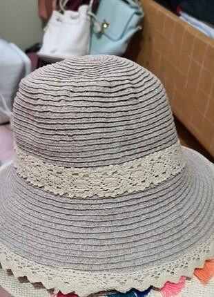 Lila şapka
