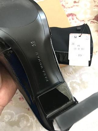 Zara etiketli deri çizme