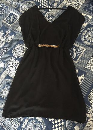 Şifon astarlı sırt dekolteli elbise