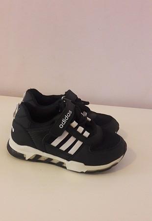 adidas 30 Numara spor ayakkabı