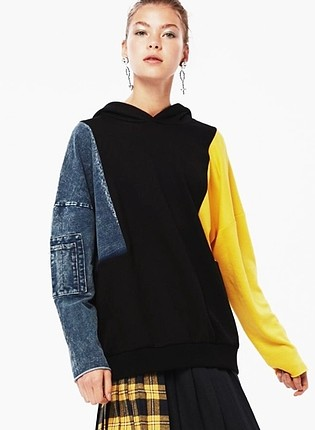 twist sweatshirt