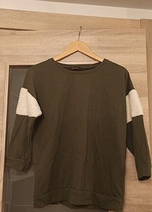 yeşil kolları kürk detaylı sweatshirt