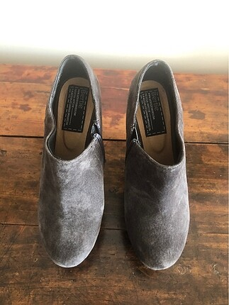 Bertie gri topuklu ayakkabı