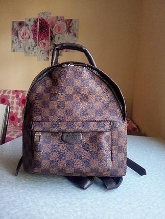 Louis Vuitton sırt çantası.