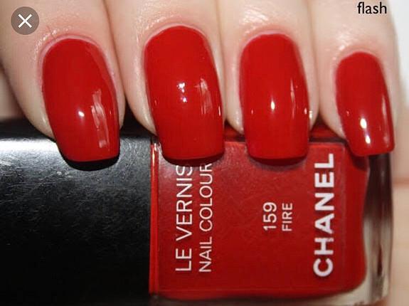 Chanel 159 fire kirmizi oje