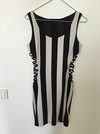yanları açıklı bağcıklı elbise tasarım butikten alındı