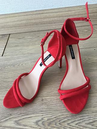 Kırmızı Süet Çift Bantlı Topuklu Sandalet
