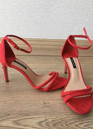 38 Beden kırmızı Renk Kırmızı Süet Çift Bantlı Topuklu Sandalet