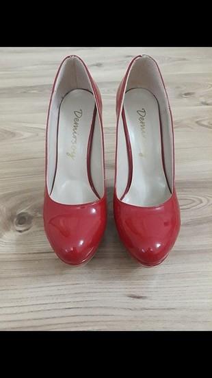 38 Beden kırmızı Renk kırmızı rugan topuklu