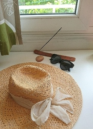 H&M Büyük Hasır Şapka