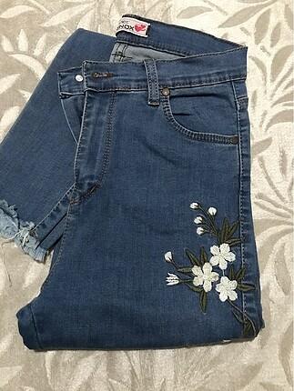 Çiçek desenli kot pantolon