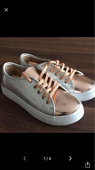 Yazlık spor ayakkabı