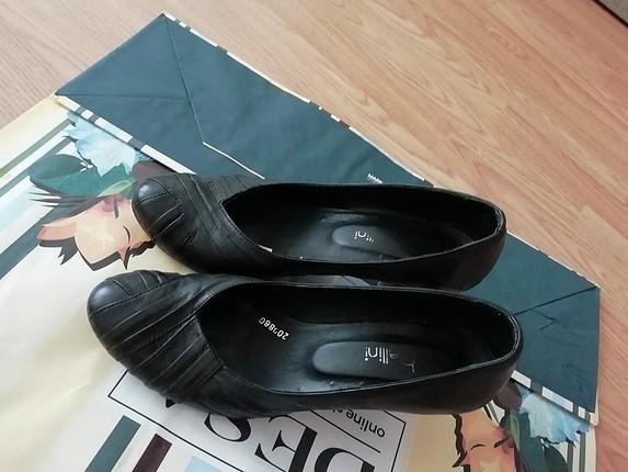 iki adet ayakkabı