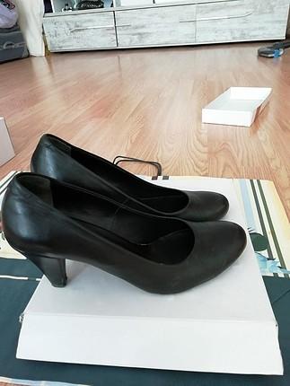 Diğer iki adet ayakkabı
