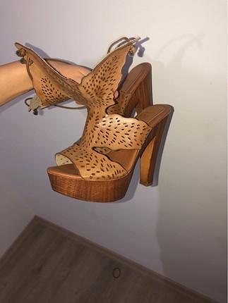 Ahşap topuk taba ayakkabı