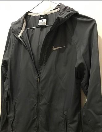 Nike yağmurluk