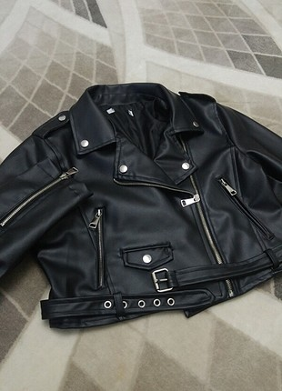 Kısa deri ceket