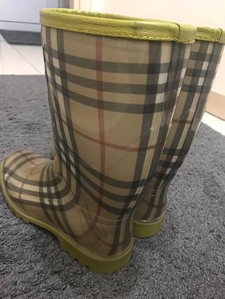 Burberry yağmur çizmesi