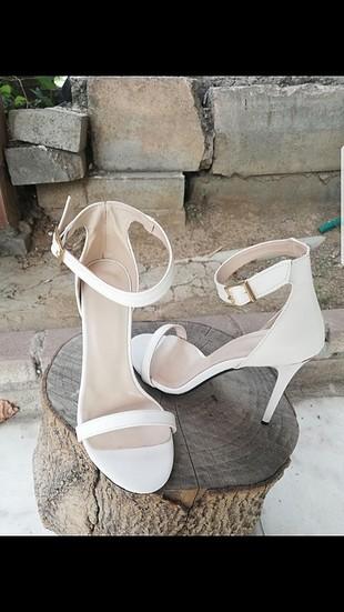 beyaz ince bant ince topuklu ayakkabı
