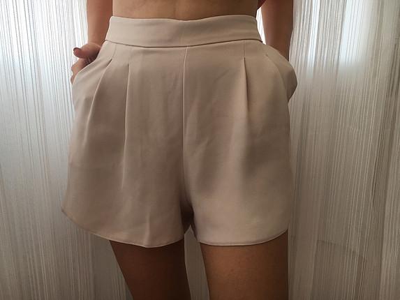 Butik ürünüdür 2 defa giyildi hiçbir deformesi yoktur