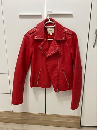 Kırmızı deri ceket