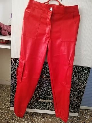 kırmızı deri kargo pantolon M beden hiç giyilmedi bol oldugundan