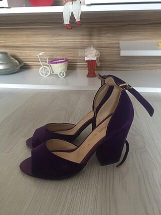 Mor kalın topuklu ayakkabı